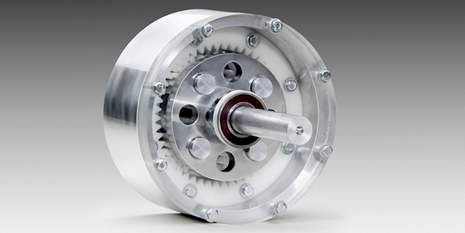 Delrin® 制造的聚甲醛齿轮重量轻且摩擦低,可替代金属齿轮。