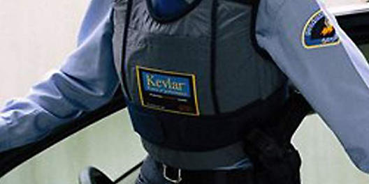 كيف تم اختراع  مادة Kevlar : أول الأنسجة المضادة للرصاص والأقوى بخمس مرات من الصلب DPT_Photo_Protection_Vests_thumbnail_630x315?$Full-Width-D$