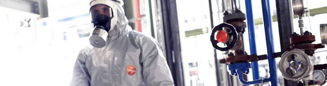 2a65a1d26aa6 A DuPont™ Tychem® 6000 F ruházatok védelmet nyújtanak a  vegyifegyver-hatóanyagokkal szemben