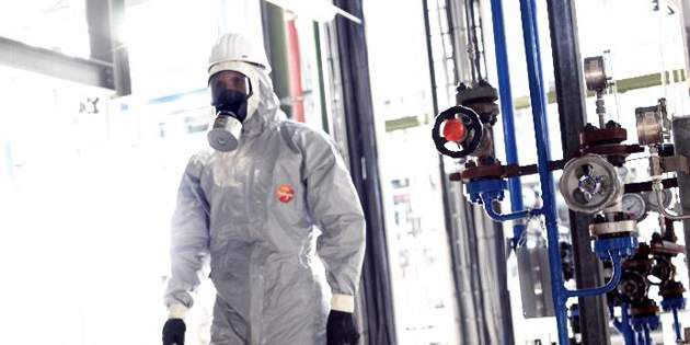 DuPont™ Tychem® 6000 F garments help provide protection from chemical warfare agents