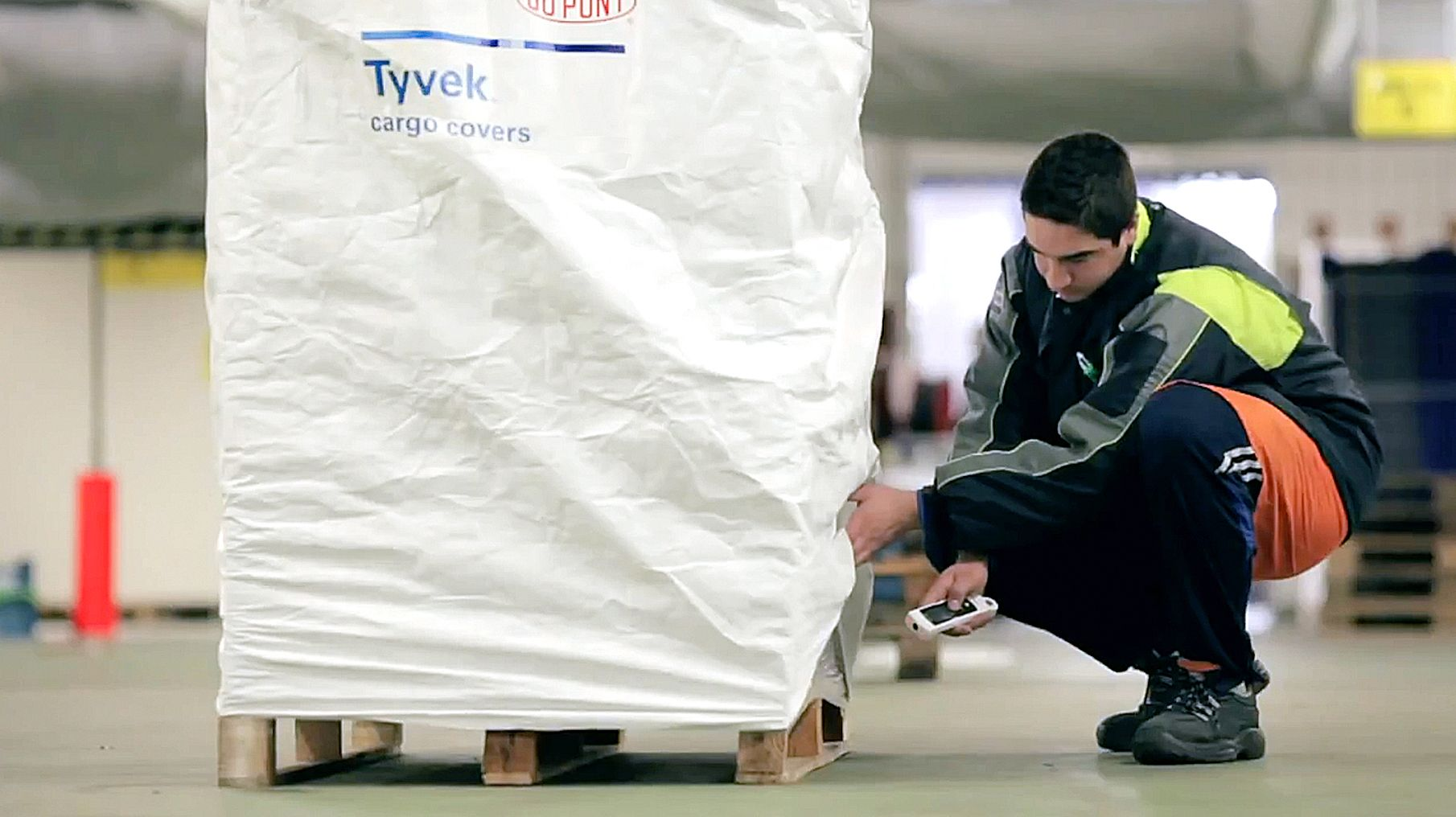 DuPont-Tyvek-CargoCovers-A-1810x1016