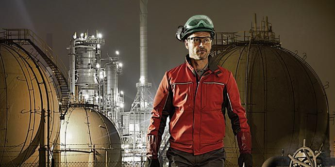 FR_Outerwear_Article_Petrochem_Image_690x345