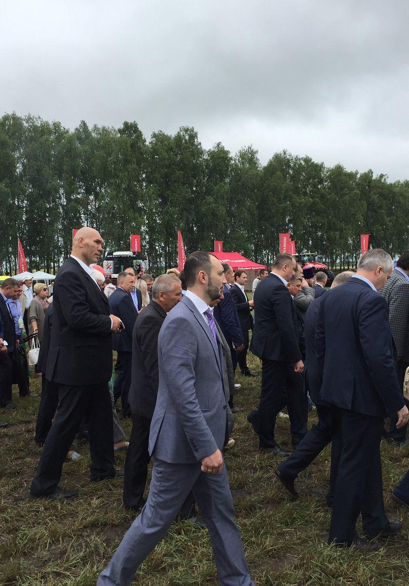 Гостями мероприятия стали губернатор Новосибирской области Владимир Городецкий, а также депутаты Госдумы Евгений Ревенко и Николай Валуев.