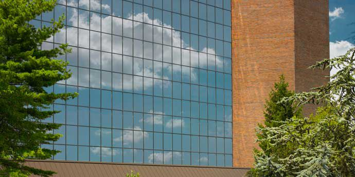 Green_building_commercial_690x345