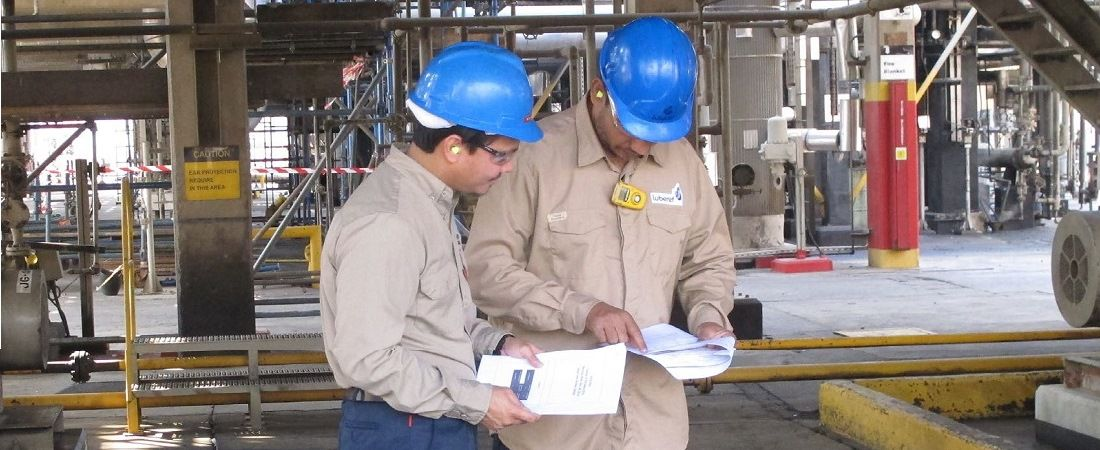 Operatives at Luberef 's Jeddah site discussing safety