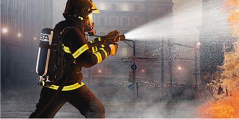 应急救援人员穿戴杜邦个人防护装备作业