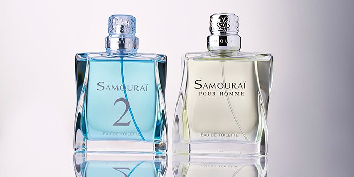 The two versions of Samourai bottle: one with metallic fragrance cap and the other with a transparent version.