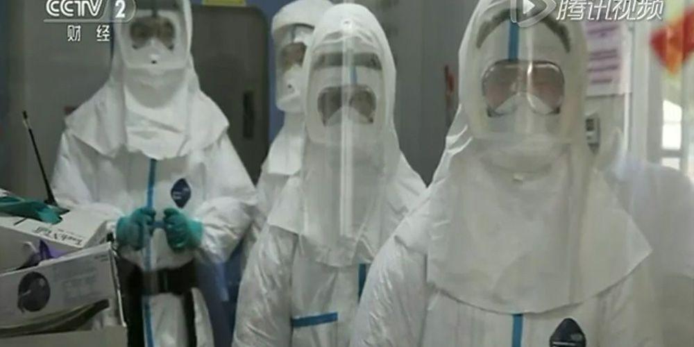 穿着乐天堂体育投注™ Tyvek® 特卫强® 防护服工作于传染疫情爆发现场的医护人员