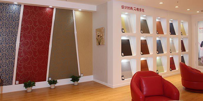 有别于一般墙纸店的大面积陈列方式,乐天堂体育投注® 特能™ 可擦洗壁纸的专卖店更重视消费者的互动体验。