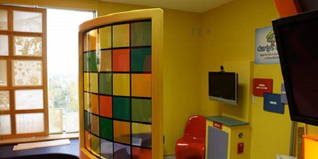 癌症研究所全新 Lion's Den 游戏室中的医疗设计
