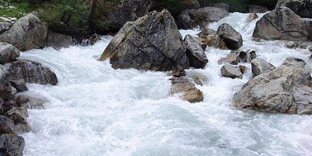 rocky_riverbed_630x315_630x315